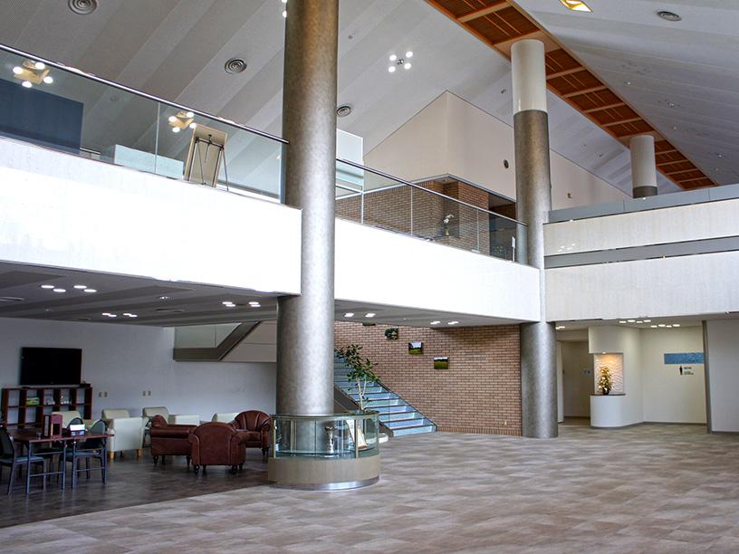 1階・2階は解放感漂う吹き抜けのフロアー